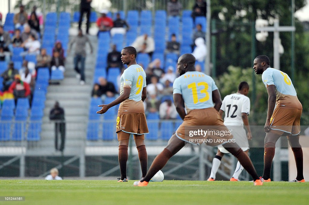 Cameroonian captain Samuel Eto'o (L) takes part in the Africa Unity Experience football event at Michel Hidalgo stadium in Saint-Gratien, near Paris, on May 28, 2010.