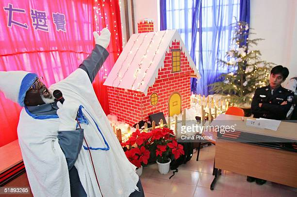 A Cameroonian inmate of the Shanghai Qingpu Prison sings during an evening held by the prison to celebrate Christmas on December 24 2004 in Shanghai...