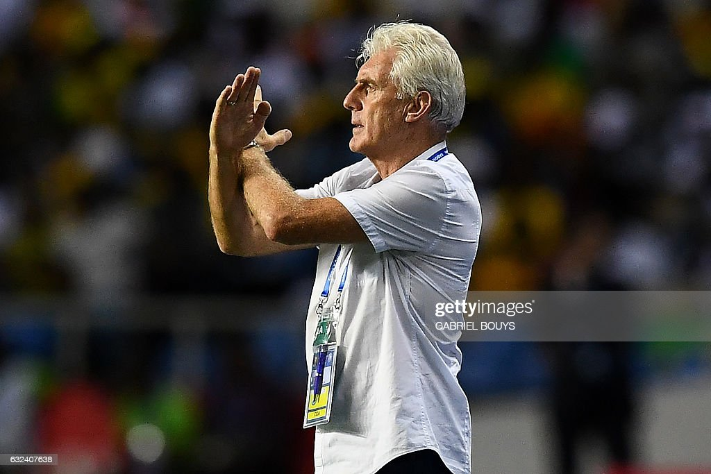 Cameroon's Belgian coach Hugo Broos reacts during the 2017 Africa Cup of Nations group A football match between Cameroon and Gabon at the Stade de l'Amitie Sino-Gabonaise in Libreville on January 22, 2017. / AFP / GABRIEL