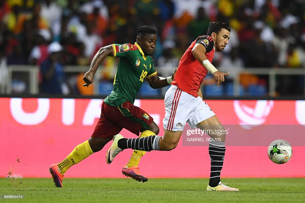 Cameroon's defender Collins Fai (L) vies for the ball against Egypt's midfielder Mahmoud Hassan during the 2017 Africa Cup of Nations final football match between Egypt and Cameroon at the Stade de l'Amitie Sino-Gabonaise in Libreville on February 5, 2017. / AFP / GABRIEL