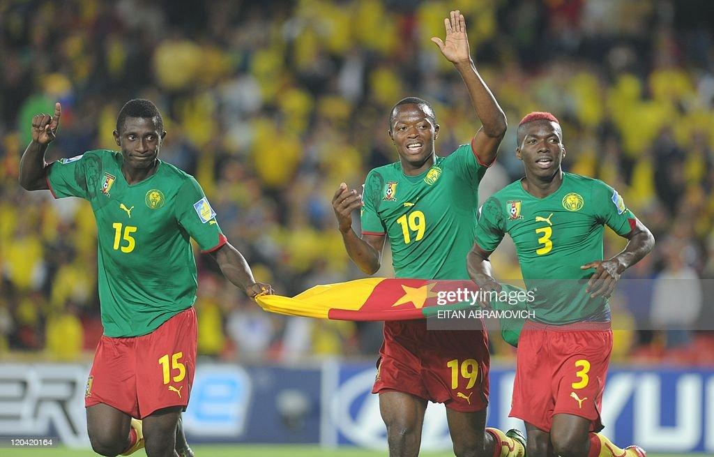 Cameroon's players Jean Efala (L), Chris : News Photo