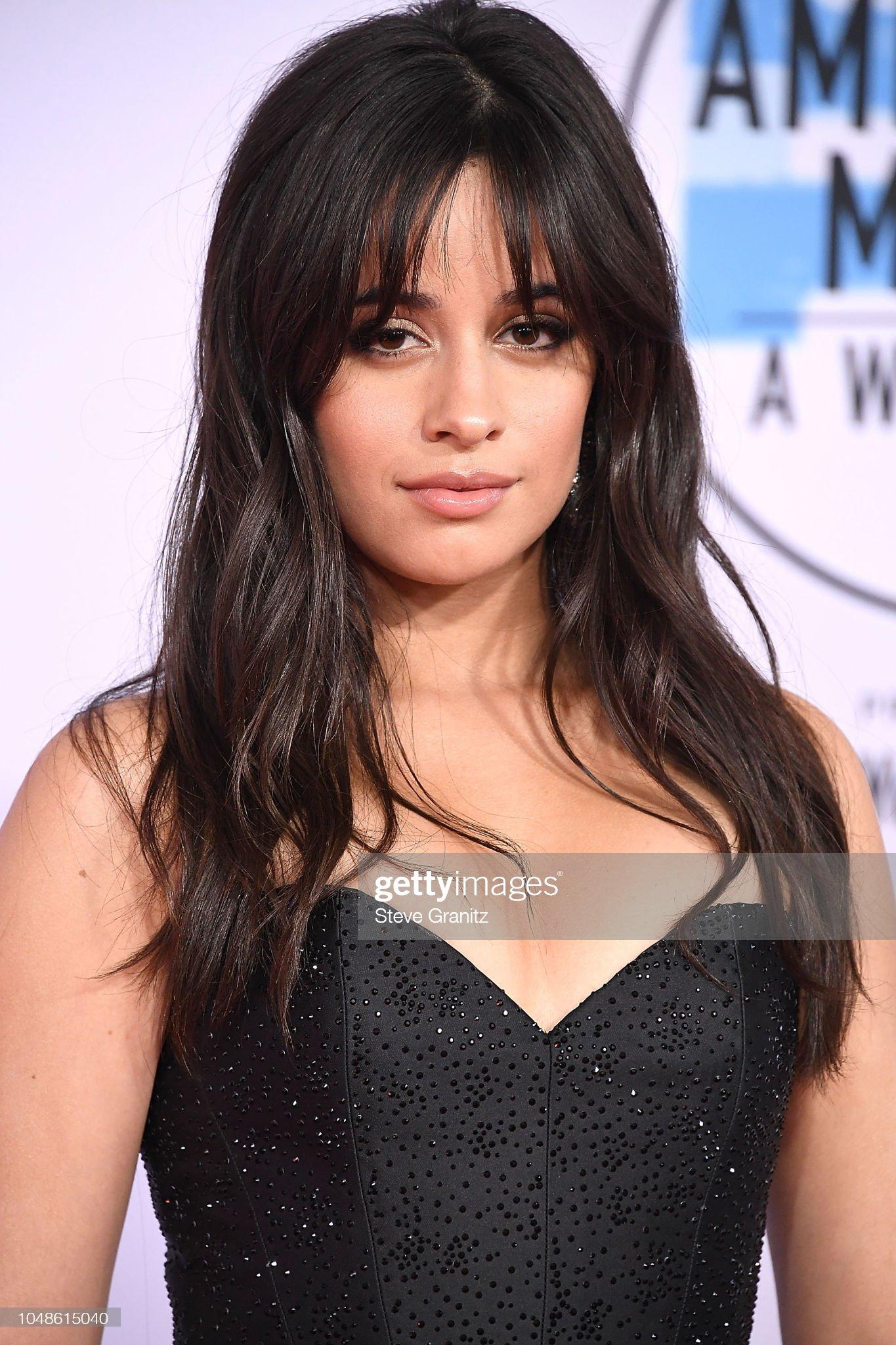 Ojos marrones - Personas famosas con los ojos de color MARRÓN Camila-cabello-arrives-at-the-2018-american-music-awards-at-microsoft-picture-id1048615040?s=2048x2048