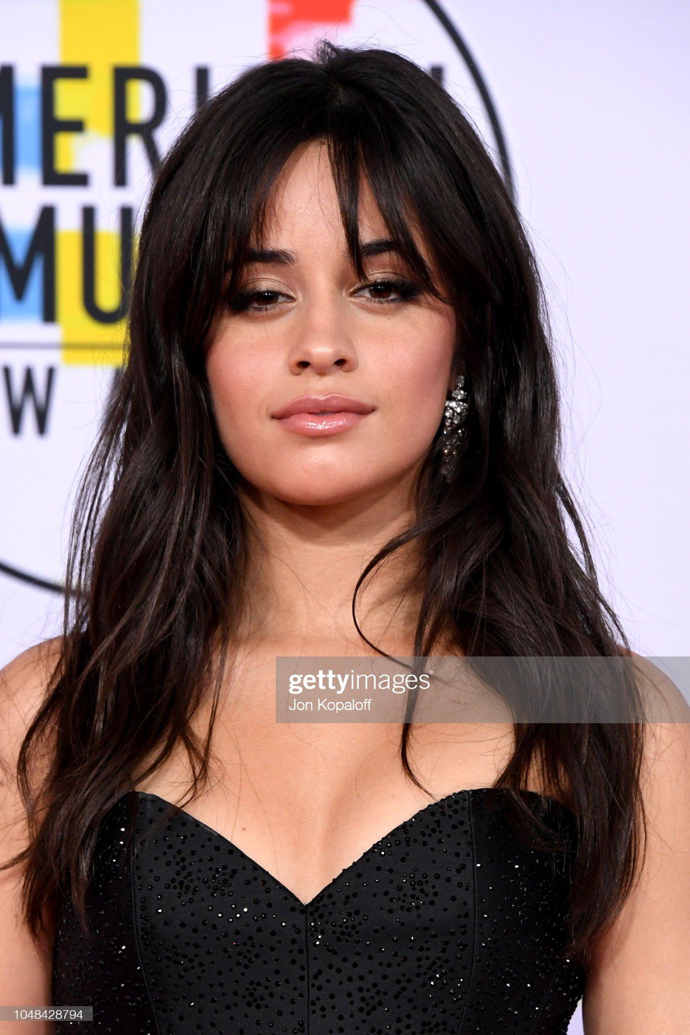 Ojos marrones - Personas famosas con los ojos de color MARRÓN Camila-cabello-attends-the-2018-american-music-awards-at-microsoft-picture-id1048428794?s=2048x2048
