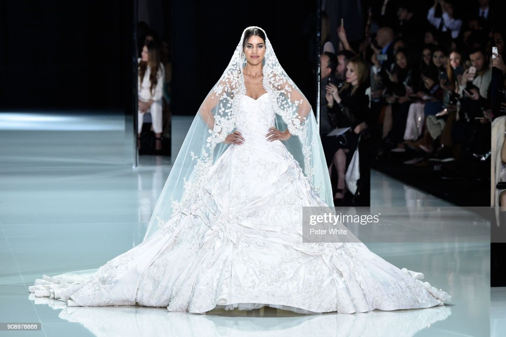 Ralph & Russo : Runway - Paris Fashion Week - Haute Couture Spring Summer 2018
