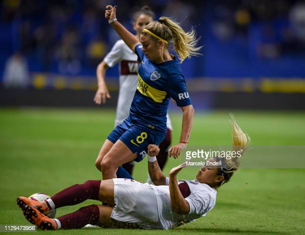 Camila Gomez Ares of Boca Juniors fights for the ball with Magali Molina of Lanus during a match between Boca Juniors and Lanus as part of Zona...