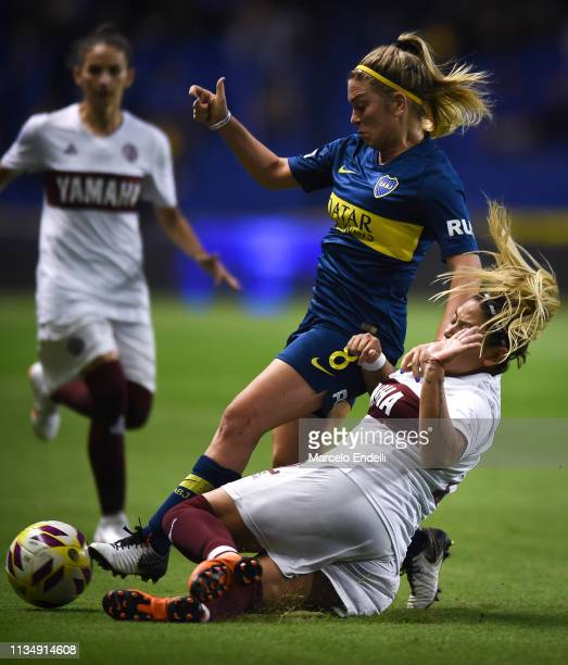 Camila Gomez Ares of Boca Juniors fights for the ball with Magali Molina of Lanus during a match between Boca Juniors and Lanús as part of Zona...