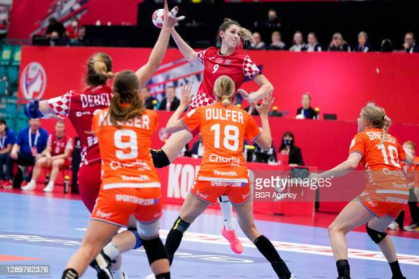 Camila Micijevic of Croatia, Kelly Dulfer of Netherlands during the Women's EHF Euro 2020 match between Netherlands and Croatia at Sydbank Arena on...
