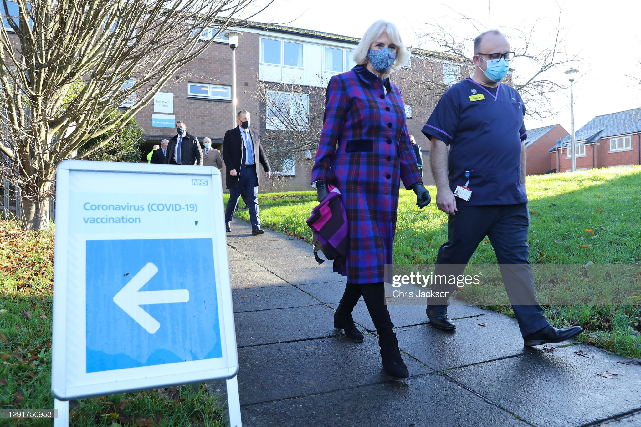 camilla-duchess-of-cornwall-and-director-of-quality-and-chief-nurse-picture-id1291756953