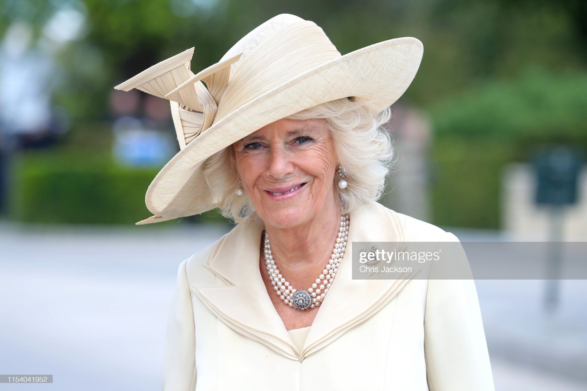camilla-duchess-of-cornwall-arrives-at-bayeux-war-cemetery-on-june-06-picture-id1154041952
