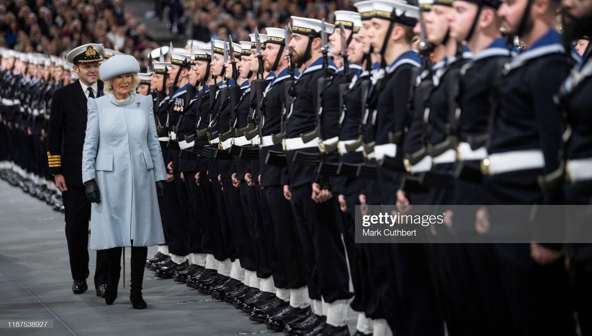 Камилла, герцогиня Корнуоллская, присутствует на официальной церемонии ввода в эксплуатацию авианосца HMS Prince of Wales на военно-морской базе Ее Величества 10 декабря 2019 года в Портсмуте, Англия