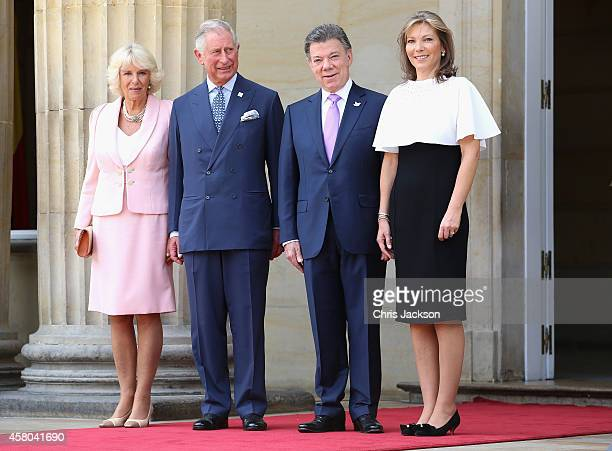 Camilla, Duchess of Cornwall poses with Prince Charles, Prince of Wales the First Lady of Colombia María Clemencia Rodríguez Múnera and the President...