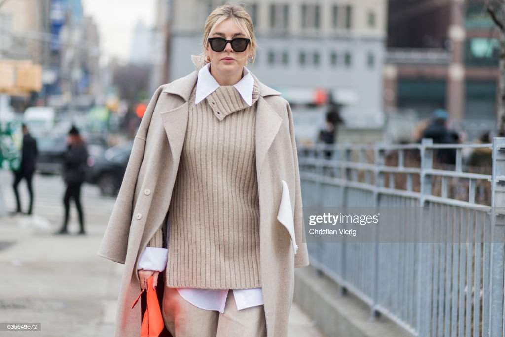 Street Style - New York Fashion Week February 2017 - Day 7 : Photo d'actualité