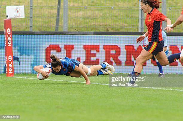 Camille GRASSINEAU of France scores a try during the HSBC Women's Sevens Series match between France vs Spain on May 29 2016 in Clermont France