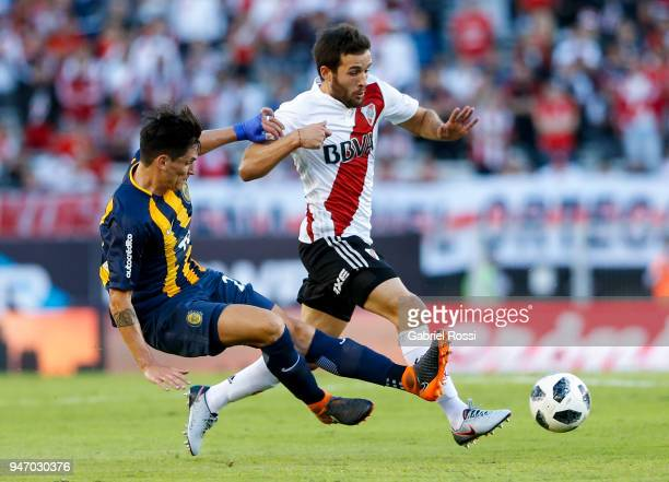 Camilo Mayada of River Plate fights for the ball with Alfonso Parot Rojas of Rosario Central during a match between River Plate and Rosario Central...
