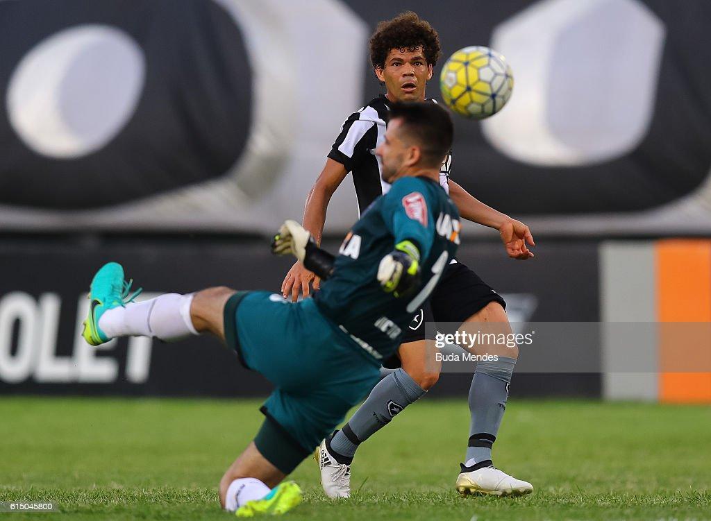 Camilo of Botafogo struggles for the ball with goalkeeper Victor of Atletico Mineiro during a match between Botafogo and Atletico Mineiro as part of Brasileirao Series A 2016 at Arena Botafogo on October 16, 2016 in Rio de Janeiro, Brazil.