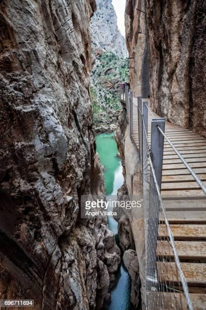 caminito del rey and river guadalhorce - caminito del rey fotografías e imágenes de stock