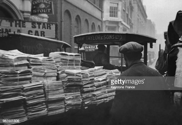 Camion transportant des journaux pour la livraison dans Fleet Street à Londres en Angleterre au RoyaumeUni en 1936
