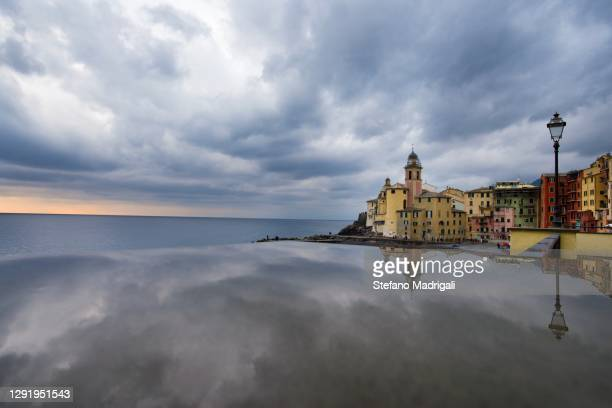 camogli with reflection of the sky at sunset, in the cinque terre, liguria - アドリア海 ストックフォトと画像