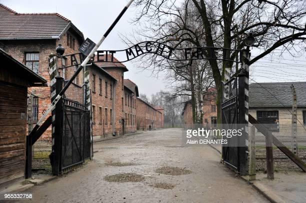 Camp de concentration et d'extermination de Auschwitz I ici l'entree prinicipale du camp avec la celebre devise nazi ' Arbeit Macht Frei' le 10 Mars...