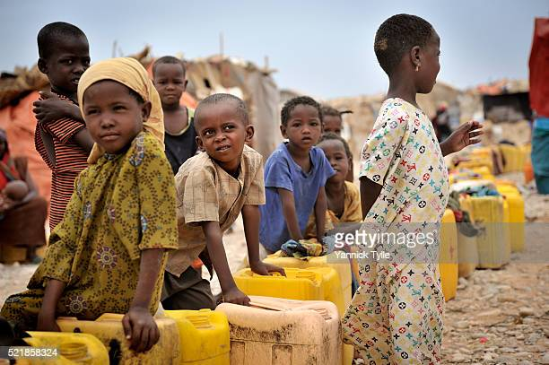 idp camp in bosaso, puntland - bosaso stock pictures, royalty-free photos & images