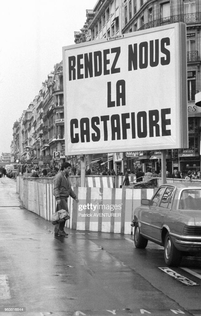 Campagne d'affichage 'Rendez-nous la Castafiore' en 1984 : News Photo