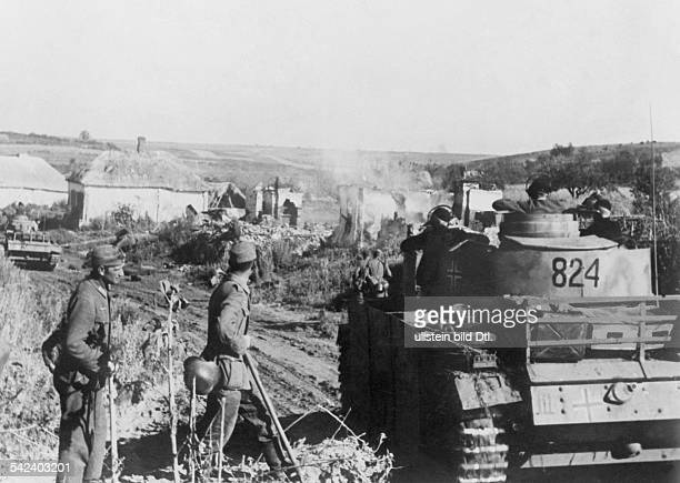 2WW campaign against soviet union /eastern front theater of war Battle of Kursk Advancing tanks and infantry about 06July 1943