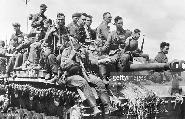 2WW campaign against soviet union /eastern front theater of war Battle of Kursk grenadiers of PzGrenDiv 'Grossdeutschland' mounted on an assault gun...