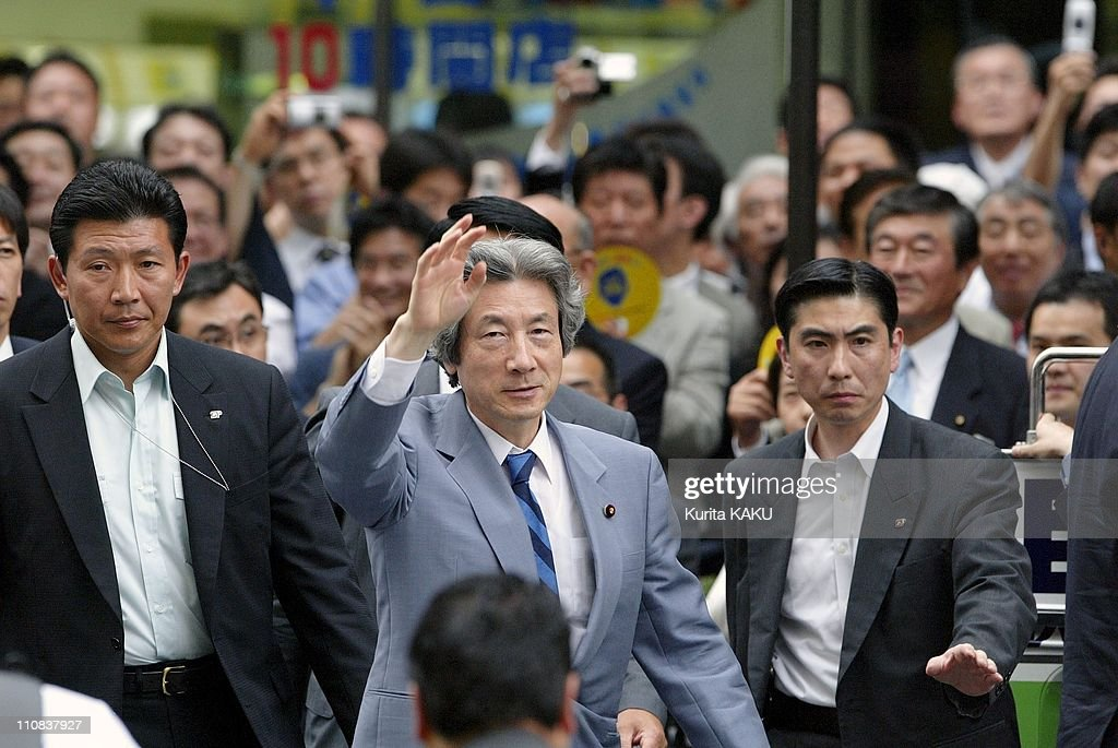 Campaign For Upper House Election In Omiya, Japan On June 24, 2004. : ニュース写真