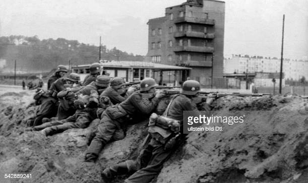 2 WW campaign in Poland 01 german troop reaching and encircling warsaw Infantry positioned at the city limit 15sept 1939