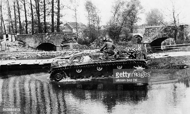 Campaign in the west / battle of france 10.05.-: German assault gun crossing a water. May 1940 No further information.- undated- Photographer:...