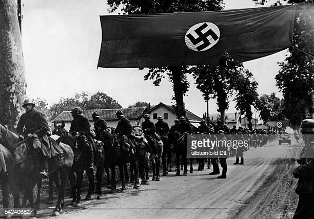 Campaign in the west / battle of France 10.05.-: german occupation: The remains of the french moselle army crossing as prisoners of war the...