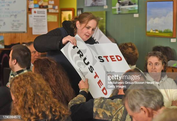 Campaign staff for Senator Ted Cruz passes out posters to potential voters on Tuesday, January 19, 2016 at a campaign stop for Cruz at Lino's...