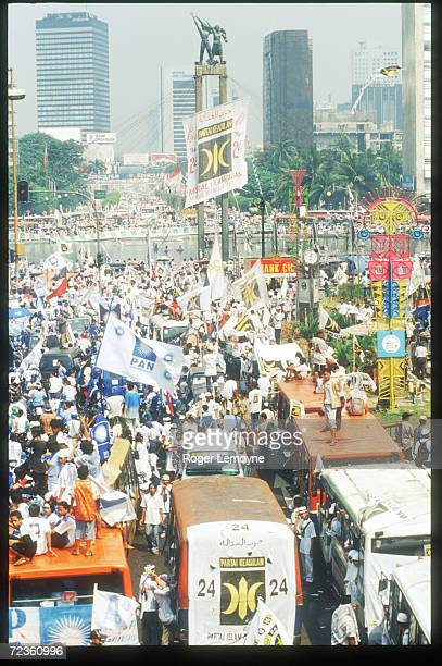 Campaigners hold a rally for Amien Rais'' Pan Party June 3 1999 in Jakarta Indonesia Indonesians prepare to go to the polls to determine the makeup...