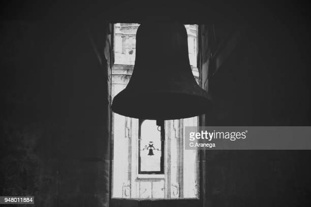 campanas en blanco y negro - blanco y negro photos et images de collection