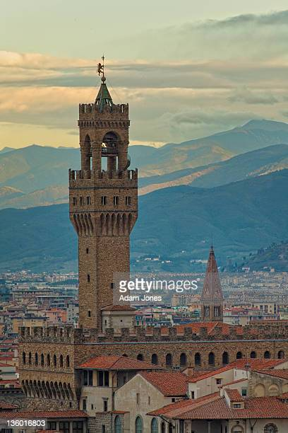 campanile of the palazzo vecchio at sunrise - renaissance stock pictures, royalty-free photos & images