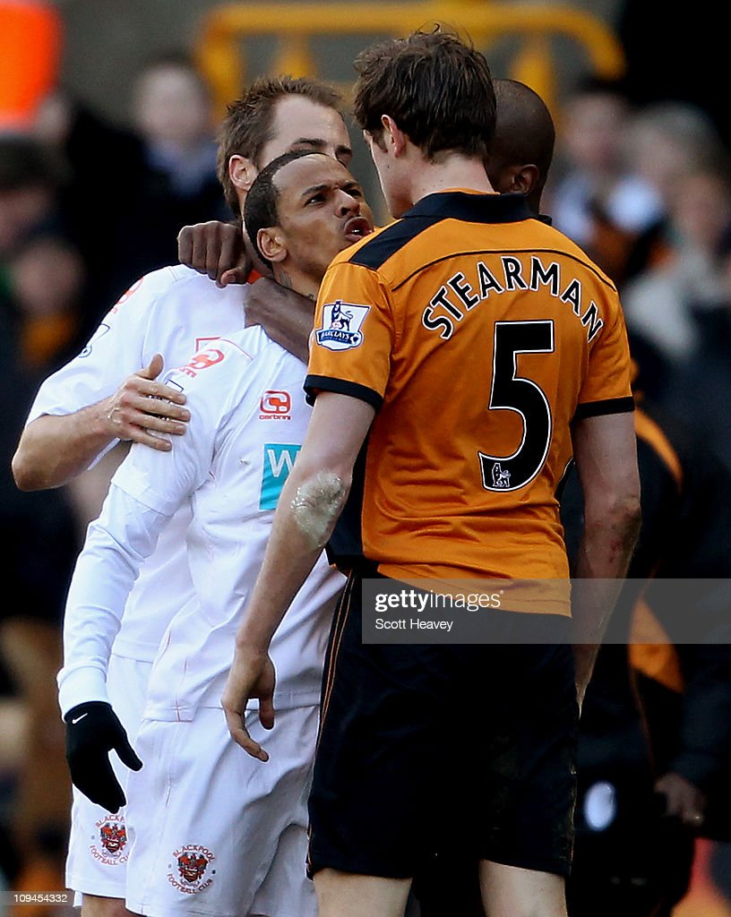 DJ Campbell (L) confronts Richard Stearman during the Barclays Premier League match between Wolverhampton Wanderers and Blackpool at Molineux on February 26, 2011 in Wolverhampton, England.