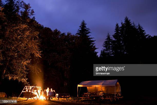 campers around camp fire - utomhuseld bildbanksfoton och bilder