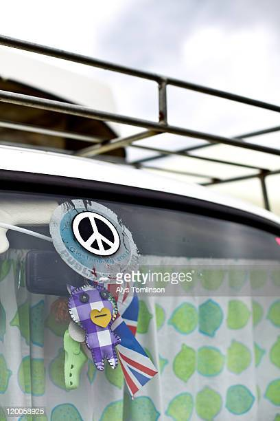 a campervan at glastonbury festival 2011 - glastonbury stock pictures, royalty-free photos & images