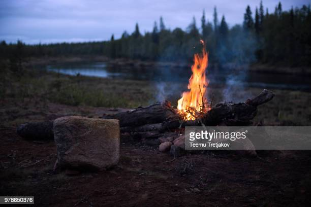 campfire on riverbank - campfire stock pictures, royalty-free photos & images