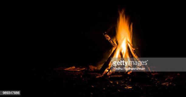 campfire - キャンプファイヤー ストックフォトと画像