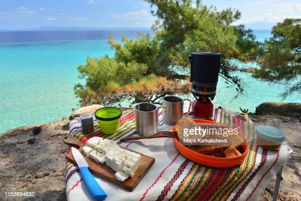 camping at the seaside, double baked bread, cheese and tea for breakfast - peninsula de grecia fotografías e imágenes de stock