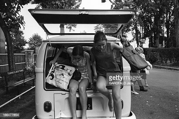 Camping In Bois De Boulogne Paris juillet 1971 Le camping au bois de Boulogne des campeurs descendent de leur combi