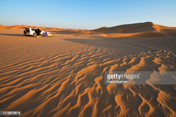 camping in rub al-khali desert, oman - wüste stock pictures, royalty-free photos & images