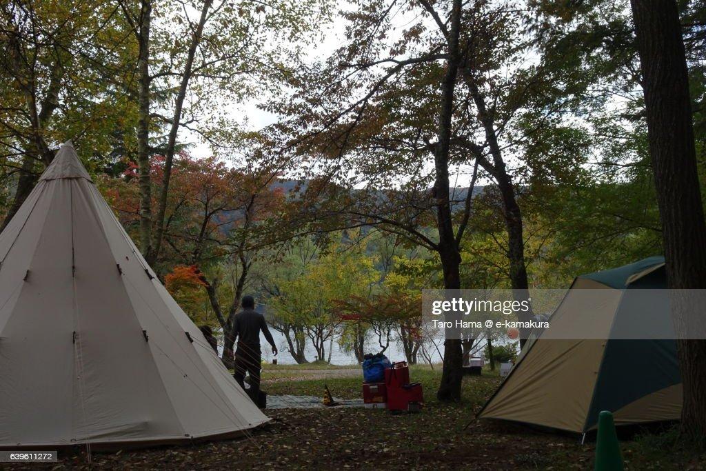 camping in saiko lake near mt fuji ストックフォト getty images