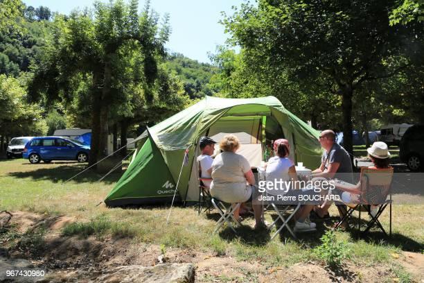 Camping municipal de Cénac avec sa plage au bord de la Dordogne Périgord Noir Nouvelle Aquitaine 20 août 2017 France