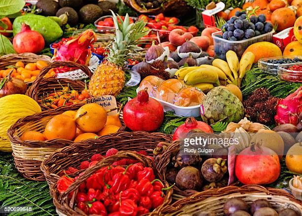campo de' fiori in rome, italy - bancarella di verdura foto e immagini stock