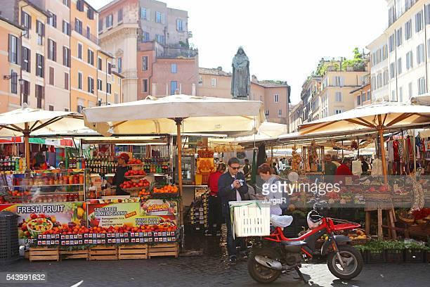 Campo de Fiori mercado en Roma, Italia