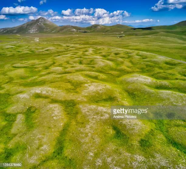 campo imperatore in gran sasso national park, abruzzo, italy - グランサッソアンドラガ国立公園 ストックフォトと画像