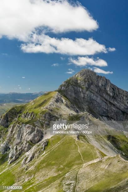 campo imperatore mountains - カンポ・インペラトーレ ストックフォトと画像
