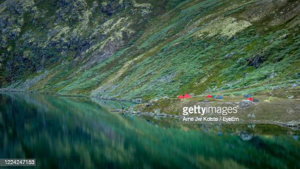 campsite by the lake rondvatnet, rondane, norway - arne jw kolstø stock pictures, royalty-free photos & images